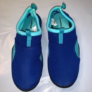 Lands End Youth Size Water Shoes Sz 2-3